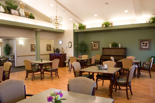 Dining room at Meadow Ponds Assisted Living